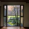 『築12年住むほどに味わい深い家』① 玄関と坪庭