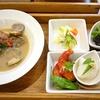 閑静な住宅街のレストランで体に良い食事を楽しむ「カフェ ゼルコバ」