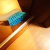 引き戸のレールを掃除する方法