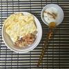 ナッツ、ヨーグルト、クラッカーのシンプル朝食