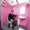 女性用の可愛い綺麗な仮設トイレ。