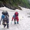 [No.3123] 梅雨の奥穂高岳へ-急な雪渓の上り下り有り テント泊ポイント