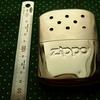 『ZIPPO(ジッポー)』のオイルカイロ「ハンディウォーマー」を昔購入したことを思い出して使っています。感想を書きました