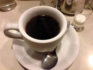 浅草で一服するならココ!老舗喫茶「珈琲アロマ」のブレンドコーヒー&ホットドッグ|生バナナジュース&オニオントースト