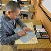 4年生:図工 木版画彫り進める