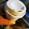 ホットコーヒーを買って、出ようとしたら(セブン)の自動ドアが、ガン!