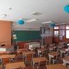 明日は始業式② 子どもたちを待つ教室 進むタブレット用工事 6年生書写作品