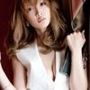 紗栄子の肌見せ衣装が「艶」すぎる!胸元パックリワンピに視線集中