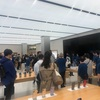 「Apple 新宿」で「3・11」の黙祷。