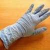 一双十円台の使い捨て手袋。掃除や料理などで活躍する万能手袋です