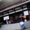 日本民家園は24つもの民家が展示されていて見応えあり!!中まで入って見学できるのでネットだけでは知り得ないこともたくさん見れる!自販機も綺麗にされてゆったりできる落ち着きスポット!!