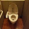 トイレで排便をする際に水が跳ねるのを防止する方法!トイレットペーパーで【おつり】は防げる