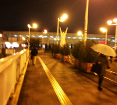 ★小雨の住道駅