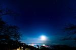 宮城県・松島で星空を眺める。西行戻しの松公園から見下ろす松島の景色、福浦島と星空。