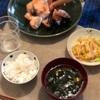 ごはん、中華サラダ、酒の塩麹漬け、ワカメと豆腐の味噌汁