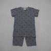 薄手のカノコニットでパジャマ。