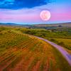 悲しみ苦しみから逃げないで。感情はお月様、ごく自然なこと