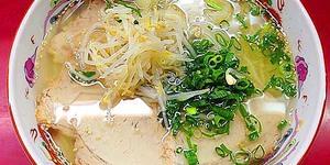 千日前で半世紀続く人気の老舗ラーメン店「小洞天」のワンタン麺&カリカリ焼ギョーザ。大阪に行ったら必ず寄る!