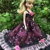 ピンクと黒のキラキラドレス