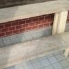 古い板と2×4材で作るフラワースタンド