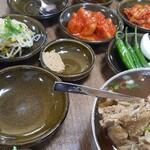 韓国、木浦のホナンヘジャンクで、ヘジャンク=豚骨スープを食べたよ!!
