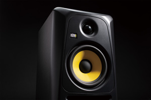 「KRK Classic 5」製品レビュー:Bass Boostで低域を拡張するクラスABアンプ搭載2ウェイ・モニター