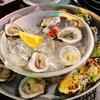 マートルビーチ ゴルフ合宿初日の夕食。小さな雰囲気の良い街にあるShuckin' Shack Oyseter Barでのんびりと生牡蠣を堪能しました。