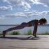 自粛で凝り固まった体をほぐし、腰痛を治すヨガポーズ