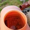 水不足に悩む畑に、雨水を貯蔵出来るように雨どいとタンクを取り付けて大成功!