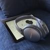 誰もいないカフェで静かに音楽を聴いている雰囲気 QuietComfort 35 wireless headphones(QC35)で幸せ