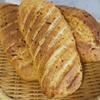 国内産小麦と天然酵母で作る全粒粉20%玉ねぎ入りのパン