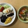 今日のお昼は、久々に洋風で「ハンバーグとボイルチキン、コンソメスープ」