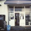 港にある小さなカフェ