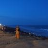 ポンディチェリの穏やかなビーチでインド洋を感じる