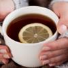 フルーツティーなど酸性の飲み物は、歯を腐食させると専門家