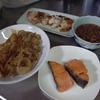 幸運な病のレシピ( 1918 )朝:豚いため、鮭、鳥照り焼き、なめこ、味噌汁、マユのご飯