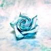 彩雲紙で折る、青いハイブリッドティーローズ 〜おうち時間にバラ折り紙を〜