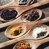 貧乏でも食事は美味しく!簡単に健康的な節約献立ができる4つの便利な調味料