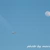 羽田新ルートで月と飛行機
