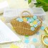 刺繍糸で編む花かごブローチ