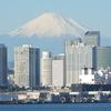富士山をバックに横浜港を撮影しました