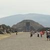メキシコシティ郊外 テオティワカン遺跡(2/2) 、「月のピラミッド」へ 700mの「死者の道」と登頂、ジャガーの壁画