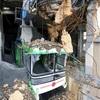 噴石散乱、ロープウェー駅舎は灰に埋まる 阿蘇・中岳