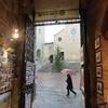 冬のイタリア「ひとりで滞在するフィレンツェ旅!雨のサンジミニャーノを歩く。素敵な雨宿り」