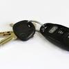 手を触れずに車のドアが開いてしまう?車の盗難対策法!
