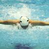 初級背泳ぎと中級バタフライ