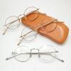 繊細で知的な丸メガネ。