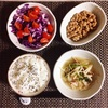 もやしのナムル、紫キャベツサラダ、小粒納豆。