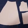 自作の型紙から布を裁つ