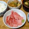 今日の食べ物 まぐろの刺身と豚肉とピーマン炒め
